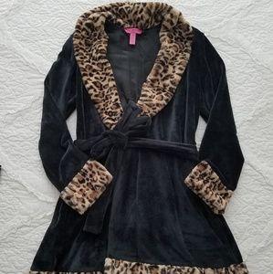 8157c37bc5 Betsey Johnson Intimates   Sleepwear - Betsey Johnson Plush Leopard Print  Robe size M